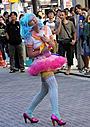 キルステン・ダンストが女子高生風コスプレで秋葉原に登場