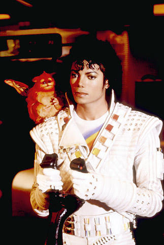マイケル・ジャクソン追悼興行?