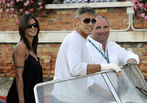 ジョージ・クルーニーが噂の彼女とベネチア入り