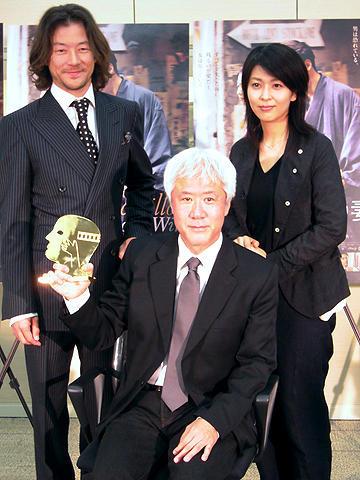 「ヴィヨンの妻」根岸吉太郎監督、凱旋会見で安堵の表情