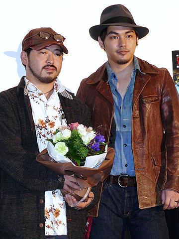 世界配給決定に柳楽優弥「すげぇな」。「戦慄迷宮3D」清水監督が凱旋会見