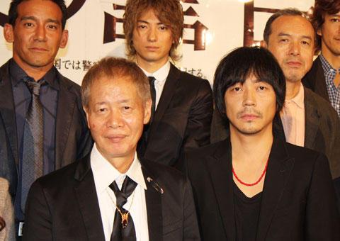 角川春樹と大森南朋がファミレスで芝居談義!「笑う警官」試写会