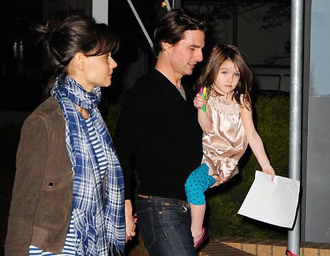 トム・クルーズ&ケイティ・ホームズの娘スリ、3歳にしてワードローブは3億円