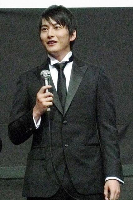 石黒英雄が主演作「彼岸島」プレミアでファン1000人に韓国語で挨拶