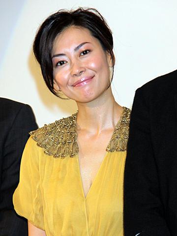 中山美穂、12年ぶり舞台挨拶に「やっとという思い」