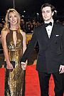 ジョン・レノン伝記映画の女性監督が、23歳年下の主演俳優と婚約!