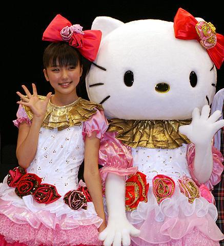 アイドル・真野恵里菜がキティに変身!初主演舞台「恋するハローキティ」
