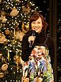 一青窈、クリスマス「うんと幸せ」に!丸ビルのツリー点灯イベントに登場