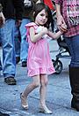 ケイティ・ホームズ、娘スリのハイヒール着用に対する批判に反論
