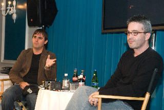 多忙な脚本家コンビ、オーチー(左)とカーツマン
