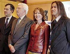 (左より)グルドー=モンターニュ大使 プランティエ会長、ナタリー・バイ、青山真治監督「月の砂漠」