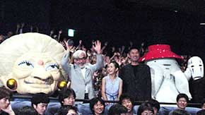 (左より)湯婆婆、宮崎監督、柊留美、 内藤剛志、おしらさま、カオナシ