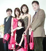 左から鈴木光司、水川あさみ、黒木瞳、中田秀夫監督。前列は菅野莉央。「リング」