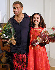 (左より)ラウィリ・パラテーン ケイシャ・キャッスル=ヒューズ「クジラの島の少女」