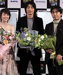 (左より)石田ゆり子、大沢たかお、磯村一路監督「関白宣言」