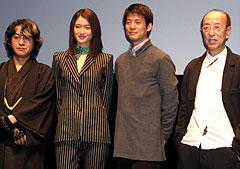 (左より)京極夏彦、小雪、唐沢寿明、蜷川幸雄監督「嗤う伊右衛門」