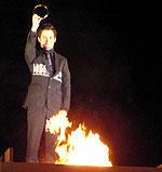 指輪を炎の中へ投げ込む イライジャ・ウッド「ロード・オブ・ザ・リング 王の帰還」