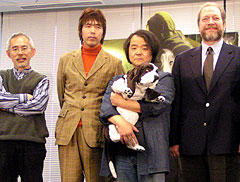 (左より)鈴木敏夫プロデューサー、石川光久プロデューサー 押井守監督、ドリームワークスのハル・リチャードソン氏「イノセンス」