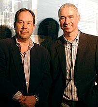 ローランド・エメリッヒ監督(右)と 製作のマーク・ゴードン「デイ・アフター・トゥモロー」