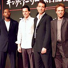 (左より)アントワン・フークワ監督、ヨアン・グリフィズ、 クライブ・オーウェン、ジェリー・ブラッカイマー「キング・アーサー」