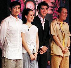 (左より)アンディ・ラウ、チャン・ツィイー 金城武、チャン・イーモウ監督「LOVERS」