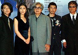 (左より)吉岡秀隆、松たか子、 山田洋次監督、永瀬正敏、緒形拳「隠し剣 鬼の爪」