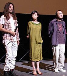 (左より)舞台挨拶に立った浅野忠信、一青窈、 ホウ・シャオシェン監督「珈琲時光」