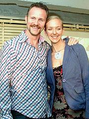 スパーロック監督(左)と恋人のアレックス アレックスは映画にも出演している ベジタリアンなシェフ「スーパーサイズ・ミー」