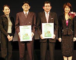 原作ファンの近藤サト(左)、高田万由子(右)も駆けつけた (中央左より)山口氏と佐野氏「ロード・オブ・ザ・リング」