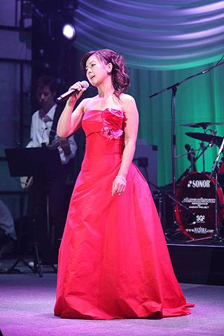 薬師丸ひろ子、20年ぶりライブでファン1000人を前に往年ヒット曲を熱唱