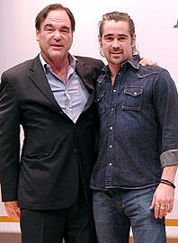 オリバー・ストーン監督(左)とコリン・ファレル「アレキサンダー」