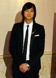 韓流スターも憂える「地べた座り」。カン・ドンウォンが来日