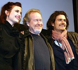(左より)エバ・グリーン、リドリー・スコット監督、 オーランド・ブルーム「キングダム・オブ・ヘブン」
