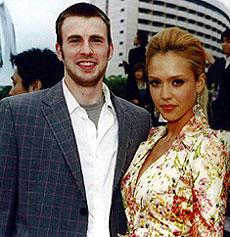 レッドカーペットに登場した クリス・エバンス(左)とジェシカ・アルバ「ファンタスティック・フォー」