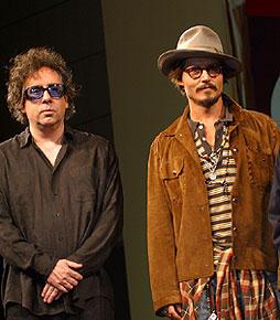 このツーショットが次に見られるのはいつ? ティム・バートン監督(左)とジョニー・デップ「シザーハンズ」