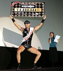 レイザーラモンHG、大阪で吠える。ギャラはハードゲイ協会に寄付?