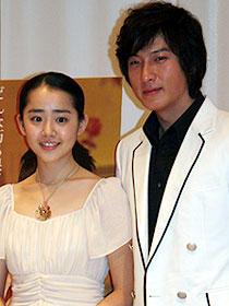 """87年生まれの""""妹""""ムン・グニョン(左)と 共演のパク・コニョン「ダンサーの純情」"""