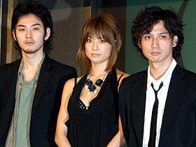 (左より)松田龍平、hitomi、安藤政信「悪夢探偵」
