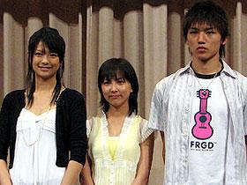 兄はでないんでしょうか? (左より)榮倉奈々、谷村美月、平川地一丁目・弟の林直次郎「檸檬のころ」