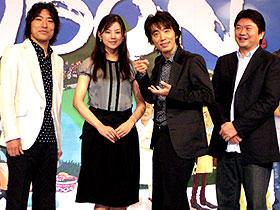 (左から)トータス松本、小西真奈美、 ユースケ・サンタマリア、本広克行監督「UDON」