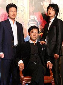 ポスターと同じ構図で並ぶ (左から)カム・ウソン、チョン・ジニョン、イ・ジュンギ「王の男」