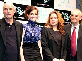 肝心のボンドはご欠席 (左から)マーティン・キャンベル監督、エバ・グリーン、 バーバラ・ブロッコリ、マイケル・G・ウィルソン
