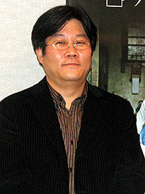 不器用な親子愛を描く韓国映画「ファミリー」イ・ジョンチョル監督