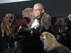 ムツゴロウさん、犬たちと一緒に「名犬ラッシー」を鑑賞