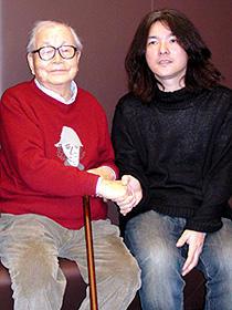 (左から)市川崑監督、岩井俊二監督「市川崑物語」