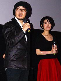 (左から)トークショー中のFROGMAN、亜沙「秘密結社 鷹の爪 THE MOVIE 総統は二度死ぬ」