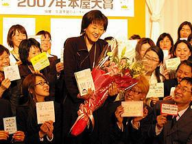 07年本屋大賞は佐藤多佳子著の青春小説「一瞬の風になれ」