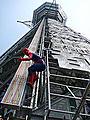 スパイダーマンが大阪のシンボル、通天閣をジャック!