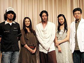 「転々」 (左から)三木聡監督、小泉今日子、オダギリジョー、 吉高由里子、三浦友和「転々」