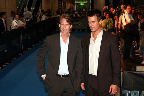 「トランスフォーマー」 7月24日 ジャパンプレミア マイケル・ベイ監督(左)とジョシュ・デュアメル(右)
